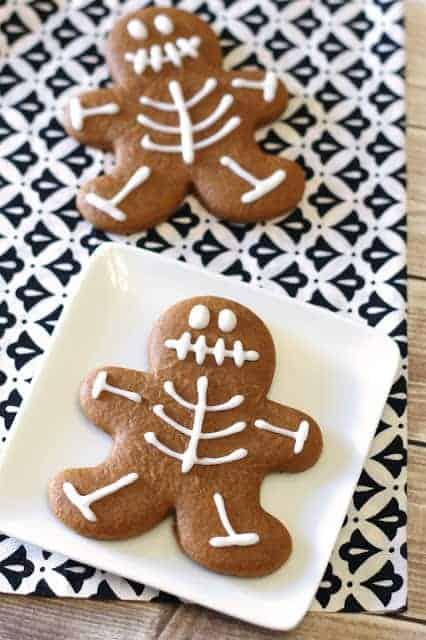 gingerbread skeleton cookies1